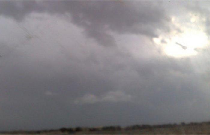"""""""الأرصاد"""" تنبه الرياض ونجران: أمطار غزيرة وسحب رعدية وتدن بمدى الرؤية"""