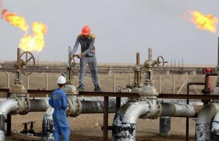 النفط ينخفض رغم تراجع المخزونات الأمريكية