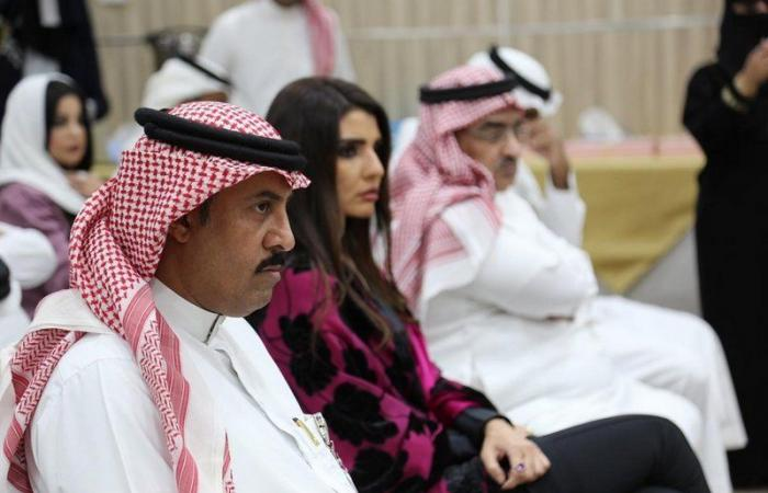 """المشاركون في ندوة """"التلفزيون وتحديات القرن الـ21"""" يطالبون بتمكين الشباب"""