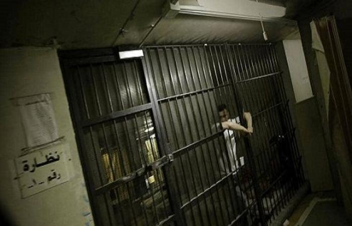 فرار عشرات السجناء في لبنان.. ومصرع 5 منهم في حادث سير
