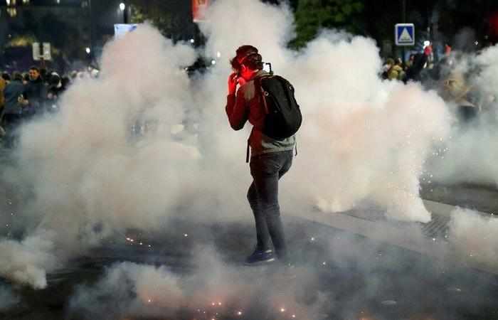 بعد الاحتجاجات الغاضبة.. الحكومة الفرنسية تسقط مشروع القانون المثير للجدل