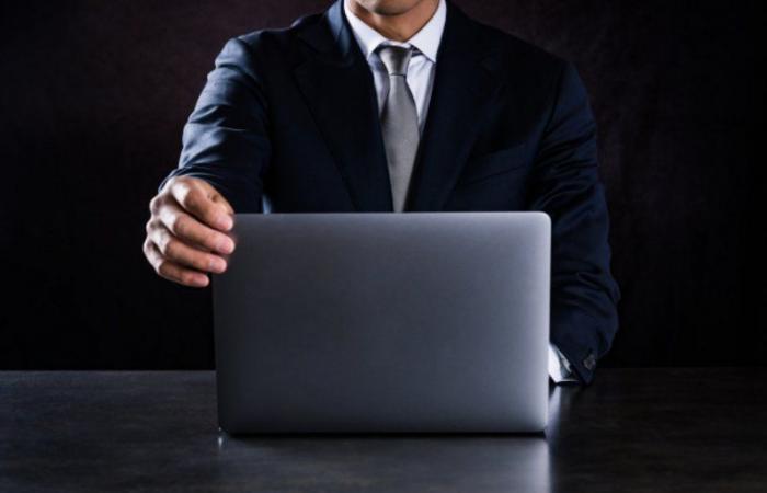 """هجوم سيبراني خطير... """"هاكرز"""" يبيعون عناوين بريد إلكتروني للمديرين التنفيذيين"""
