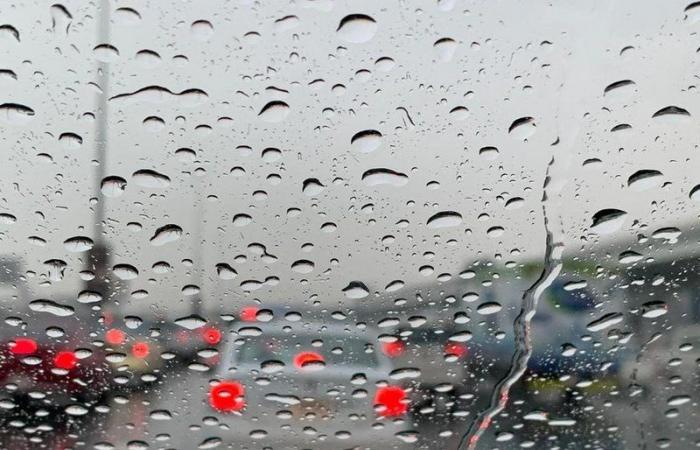 """أمطار صباحية تُنعش أجواء العاصمة وتنبيه """"الأرصاد"""" يبشّر بمزيد"""