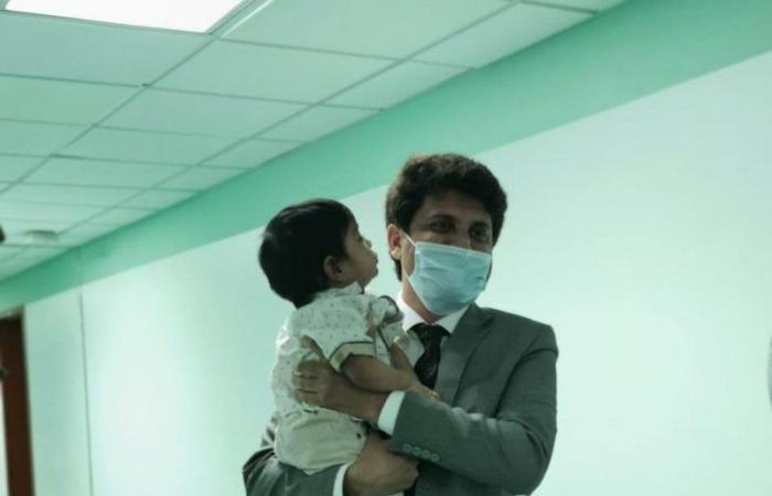 """""""ولادة مكة"""" تحتضن طفلاً خديجًا باكستانيًا وتسلّمه لقنصلية بلاده"""