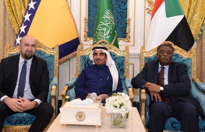 """""""عبد الله العثيم"""" يقيم حفل عشاء للسفيرين السوداني والبوسني"""