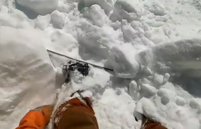 بالفيديو.. شاهد كيف نجا متزلج من انهيار جليدي مفاجئ بأعجوبة