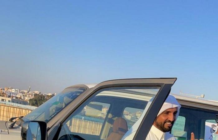 """أمير عسير للمنقذ """"الشهري"""": باسم أهالي المنطقة بيض الله وجهك.. ويهديه سيارة مجهزة للإنقاذ"""