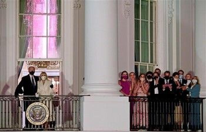 """الأسبوع في 13 صورة: البيت الأبيض يحتفي بساكنه الجديد.. و""""ترامب"""" يغادره للمرة الأخيرة"""