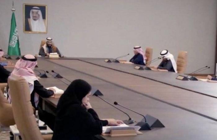 """""""العزاز"""" المرأة الوحيدة التي حضرت اجتماع مجلس إدارة صندوق الاستثمارات العامة"""