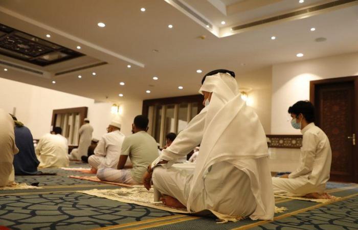 """بالفيديو.. عدسة """"سبق"""" ترصد الالتزام في صلاة الجمعة بجامع الموسى بمكة"""