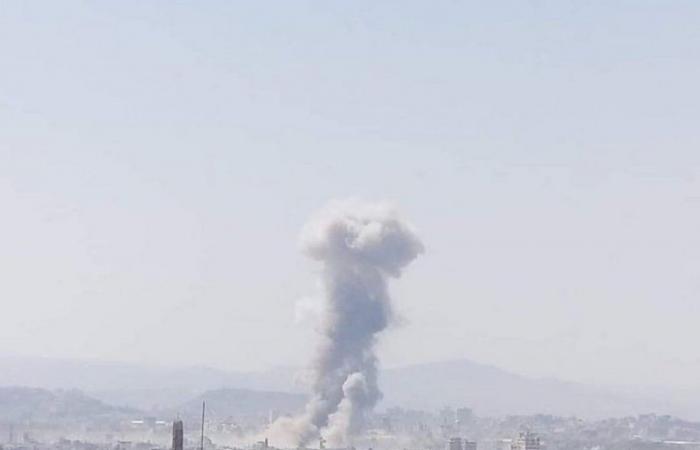 """رداً على الطائرات المسيرة.. """"التحالف"""" يشنّ غارات جوية على المتمردين بصنعاء"""