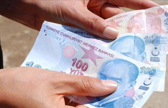 """تداعيات """"الإقالة الرابعة"""".. الليرة التركية على عتبات صفعة جديدة من الدولار!"""
