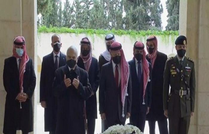 صور : الملك وولي العهد وعدد من الأمراء يزورون الأضرحة الملكية