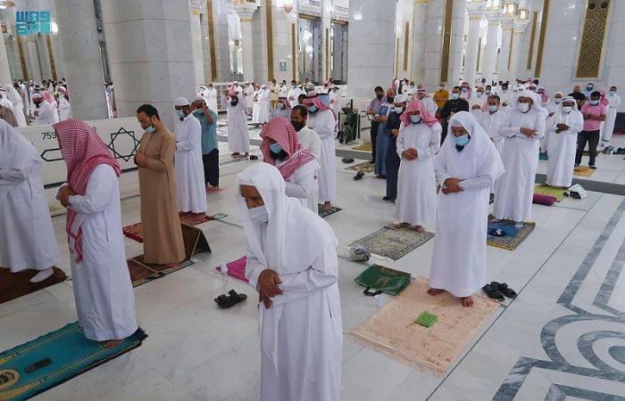 في أجواء إيمانية واحترازية.. أداء صلاة التراويح بالمسجد الحرام في أولى ليالي رمضان