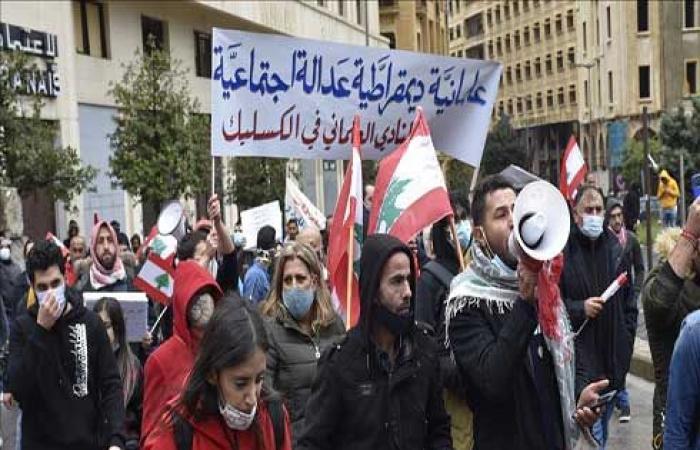"""تظاهرة وسط بيروت تطالب بتشكيل حكومة """"انتقالية"""" في لبنان .. بالفيديو"""