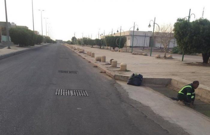 """شاهد .. """"بلدية تربة"""" تفتح الطرق وتباشر الحالات الطارئة بعد هطول الأمطار"""