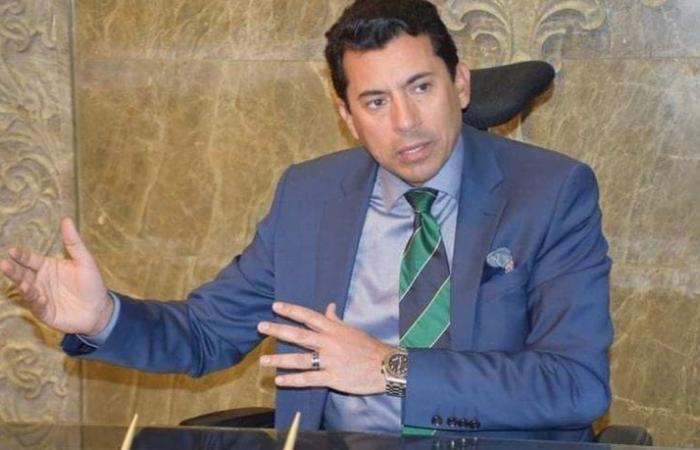 انقلبت سيارته.. إصابة وزير الرياضة المصري بقطع في فروة رأسه خلال حادث سير