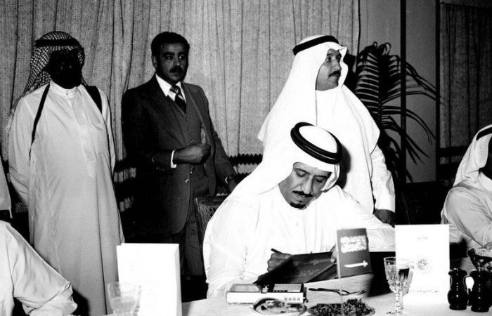 """بـ """"المسيرة والصور"""".. أمانة الرياض تستذكر أمير المنطقة قبل 66 عاماً"""