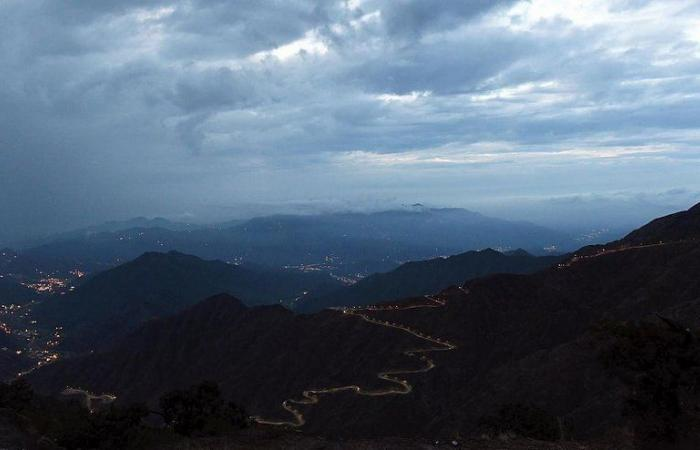 المركز الوطني للأرصاد: أمطار رعدية على منطقة عسير