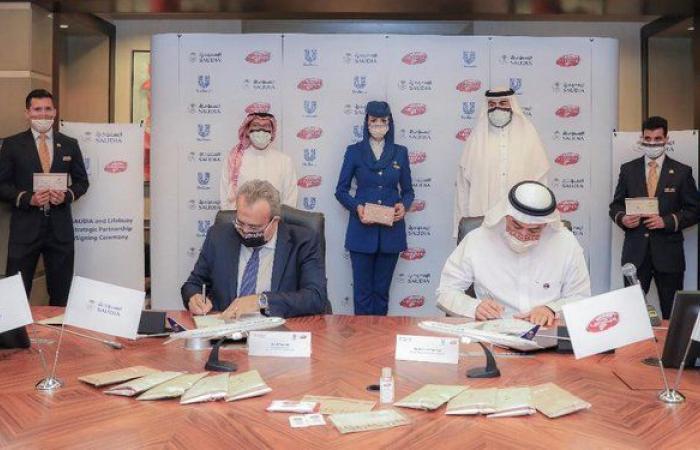 """""""السعودية"""" و""""لايفبوي"""" توقعان شراكة لتعقيم الرحلات الجوية وتوعية المسافرين"""
