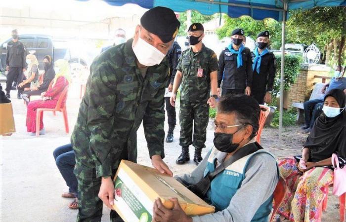 """شاهد .. """"الشؤون الإسلامية"""" تختتم برنامج خادم الحرمين لتفطير الصائمين في تايلاند"""