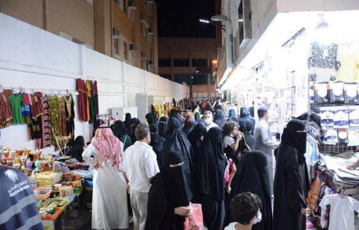 """إغلاق """"سوق العتيبية"""" بمكة لعدم تقيُّد مرتاديه باحترازات """"كورونا"""""""