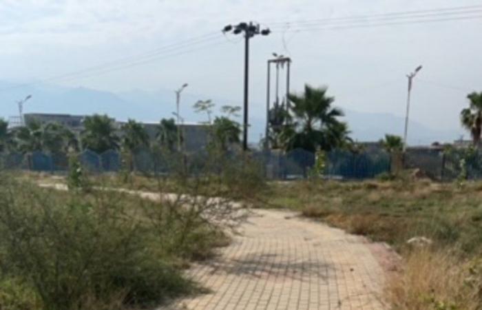 """بعد قرار الوزير.. شاهد الحال الذي وصلت إليه حديقة ملاصقة لمقر """"بلدية العارضة"""""""