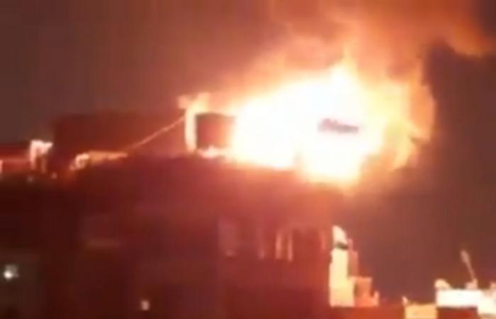 بالفيديو.. حريق ضخم في فندق شهير بمدينة طنطا المصرية