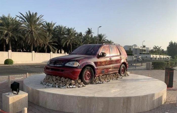 """""""الفيصل"""" وجّه بإزالة الأخيرة.. مجسمات سيارات الطائف وجدة في مقارنة لمواطنين"""