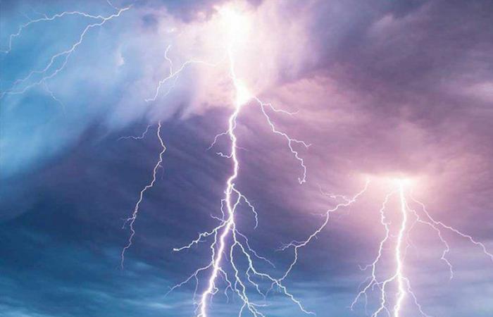 الأرصاد: سحب رعدية ممطرة ورياح على نجران