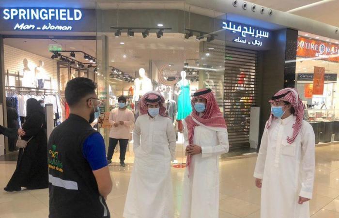 14 فرقة تراقب التجمعات البشرية في جدة.. وتلوّح بالغرامات