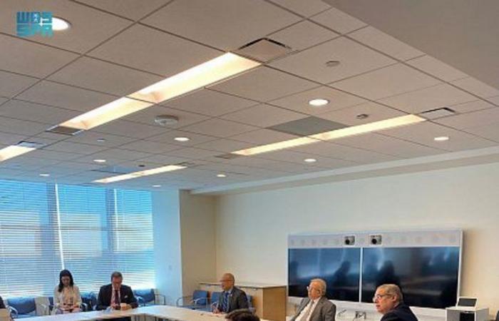 """""""المعلمي"""" يجتمع مع رئيس الجمعية العامة للأمم المتحدة لتسليط الضوء على الاعتداءات الإسرائيلية"""
