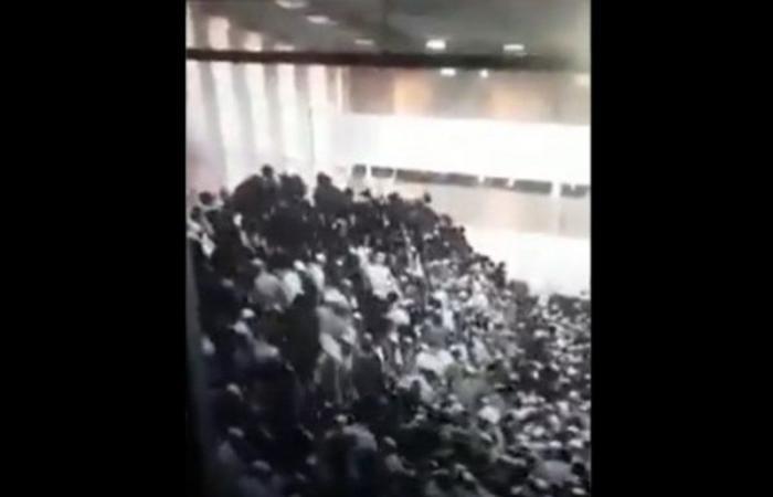 بالفيديو.. إصابة 60 شخصاً بانهيار مدرج داخل كنيس يهودي بالقدس المحتلة