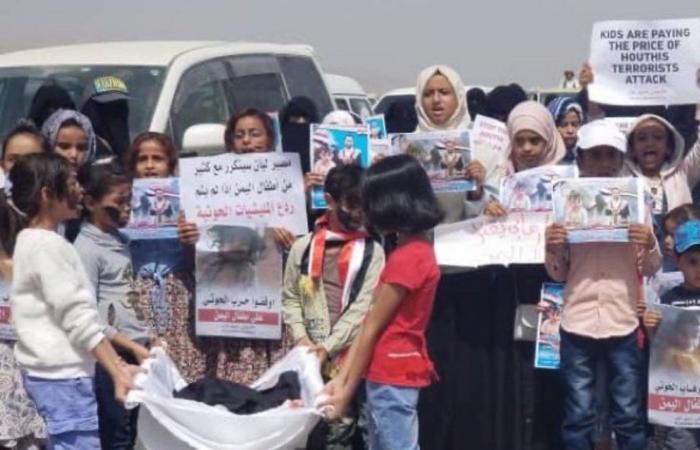 """بعد ساعات من تشييع """"الطفلة ليان"""".. 35 ضحية جراء قصف """"مسجد وسجن نساء"""" بمأرب"""