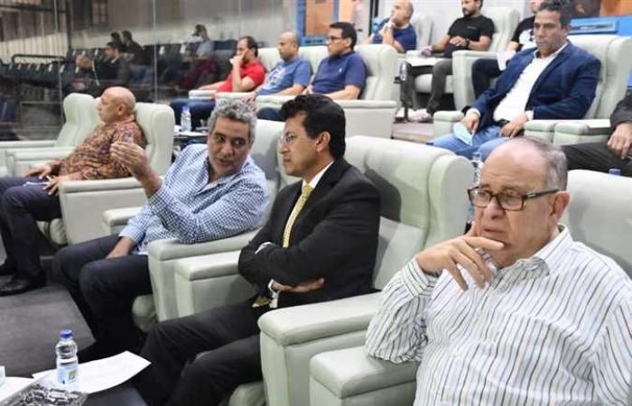 وزير الرياضة ومجاهد يشهدان مباراة المنتخب الأولمبي أمام جنوب افريقيا