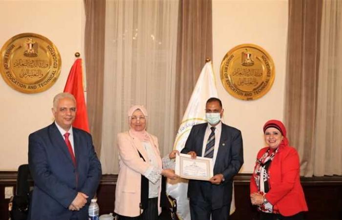 «التعليم» تكرم الطلاب الفائزين في مسابقة «كلنا مصريون»