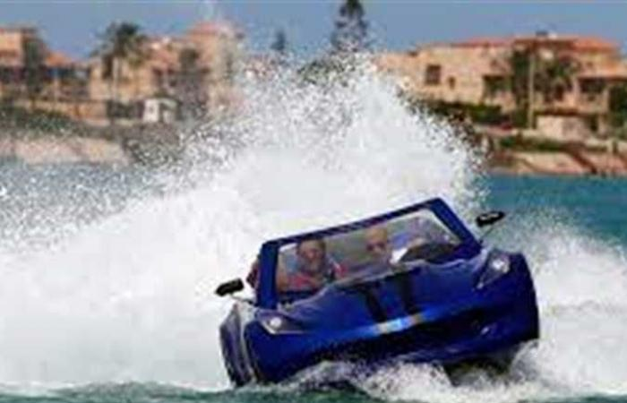 المصيف في مصر.. 3 أصدقاء يخترعون سيارة تمشي فوق الماء