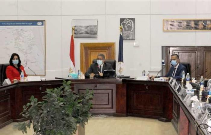 وزير السياحة و الآثار يناقش تنقية السوق من الكيانات غير المرخصة