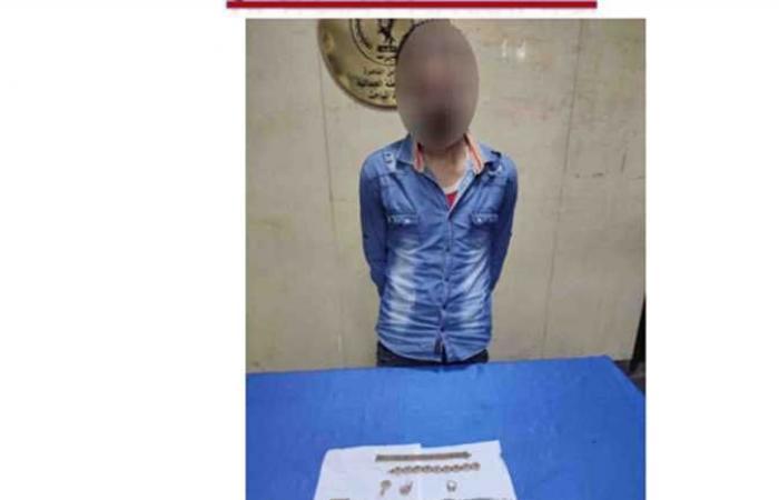 """ضبط أحد الأشخاص بتهمة الإستيلاء على """"فيزا"""" زميله بالقاهرة"""