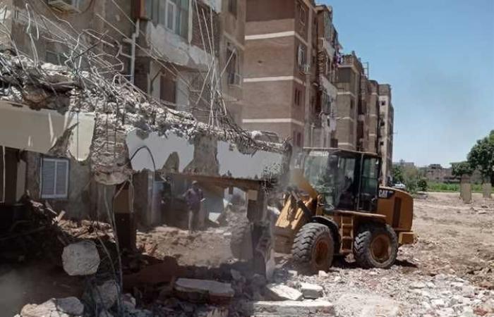 تنفيذ 4 قرارات إزالة بمساحة 500 متر على أملاك الدولة بأرمنت بغرب الأقصر