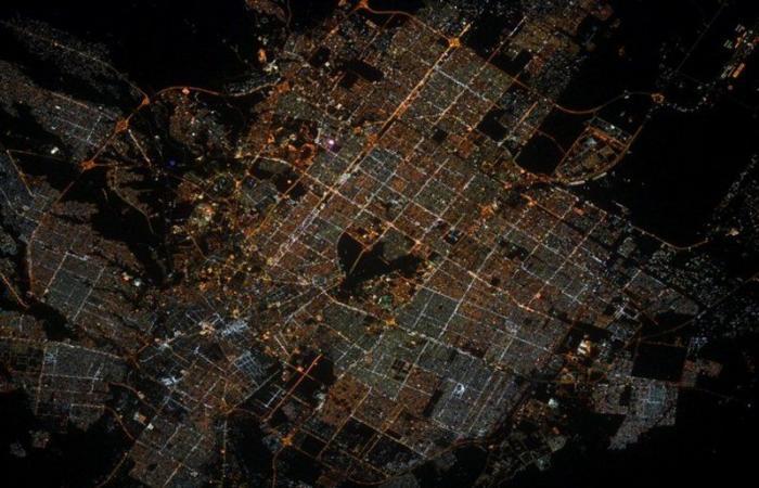 التقط صورة من الفضاء.. منطقة مُظلمة وسط الرياض تحيِّر رائد فضاء فرنسيًّا