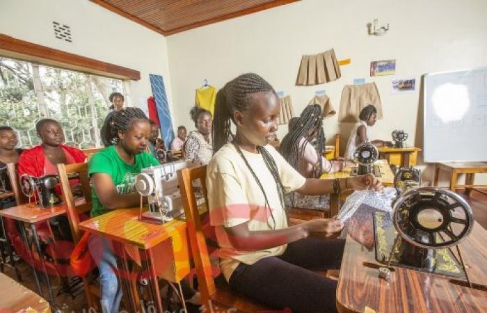 """الشارقة تكرم منظمة """"ريفيوشي"""" الإنسانية الكينية لمساهماتها الرائدة في دعم اللاجئين من الأطفال والفتيات"""