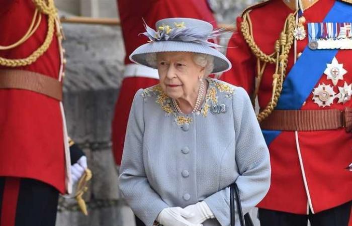 الملكة إليزابيث تعود إلى اجتماعها الأسبوعي الذي حرصت عليه منذ 69 عاما