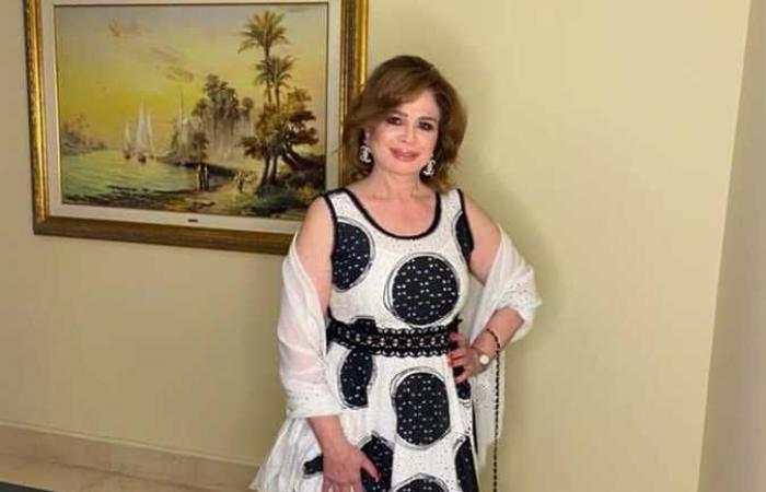 إطلالة جذابة لـ إلهام شاهين في حفل افتتاح مهرجان أسوان لأفلام المرأة
