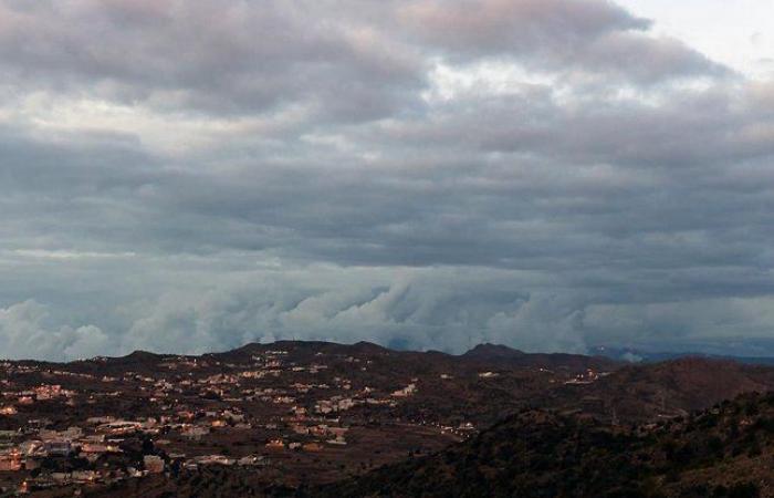 """تنبيه لـ""""مركز الأرصاد"""": أمطار رعدية على منطقة عسير.. تستمر حتى 8 مساءً"""
