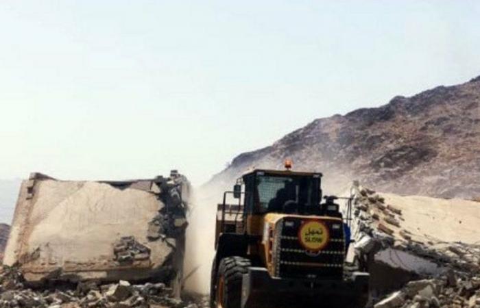 أمانة العاصمة المقدسة تزيل إحداثات غير نظامية شمال شرق عرفات