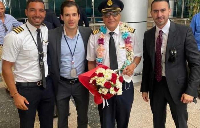 مطارا جون كيندي والقاهرة يحتفلان بأقدم قائد للبوينج 777 لبلوغة سن التقاعد (صور)