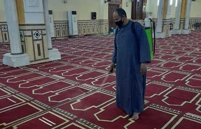 الوادي الجديد تنتهى من تعقيم المساجد قبل ساعات من صلاة العيد (صور)