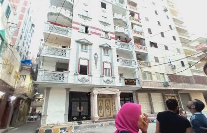 ميل عقار من 17 طابقا بمنطقة السيالة بالإسكندرية.. والحي يخلي السكان (صور)