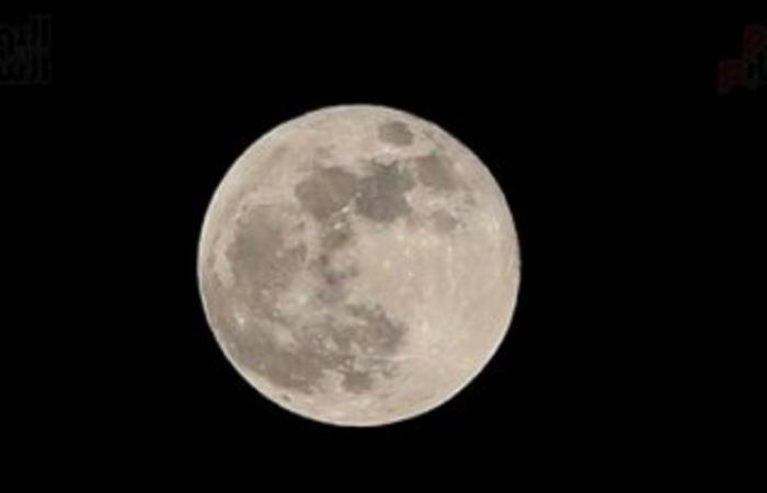 """فرصة رائعة للتصوير والرصد.. """"فلكية جدة"""": القمر يقترن بزحل اليوم"""